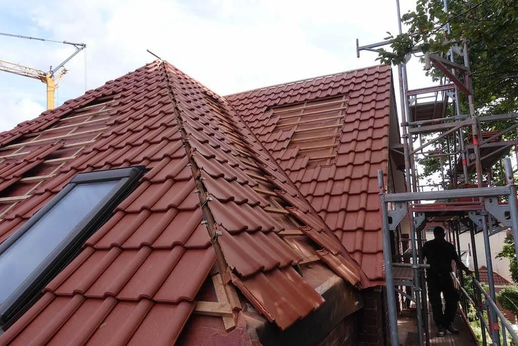 Das Dach einer Baustelle der EBB