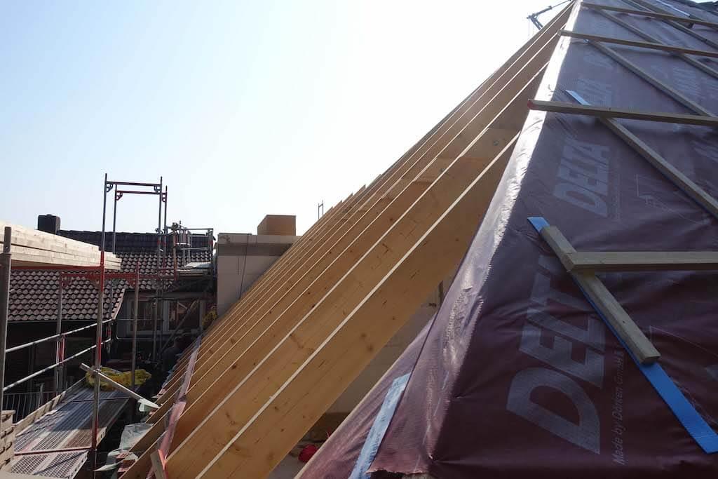 Baustelle eines Hausdachs
