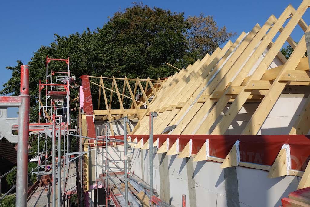 Dach einer Baustelle eines Hauses in der Butterstraße