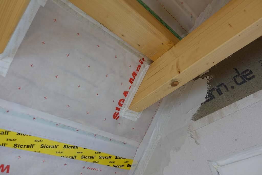 Dachpfeiler aus Holz im Gulfhof